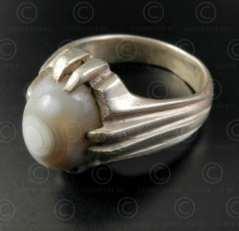 Banded agate and silver ring R288E. Sterling silver ring set with a banded agate
