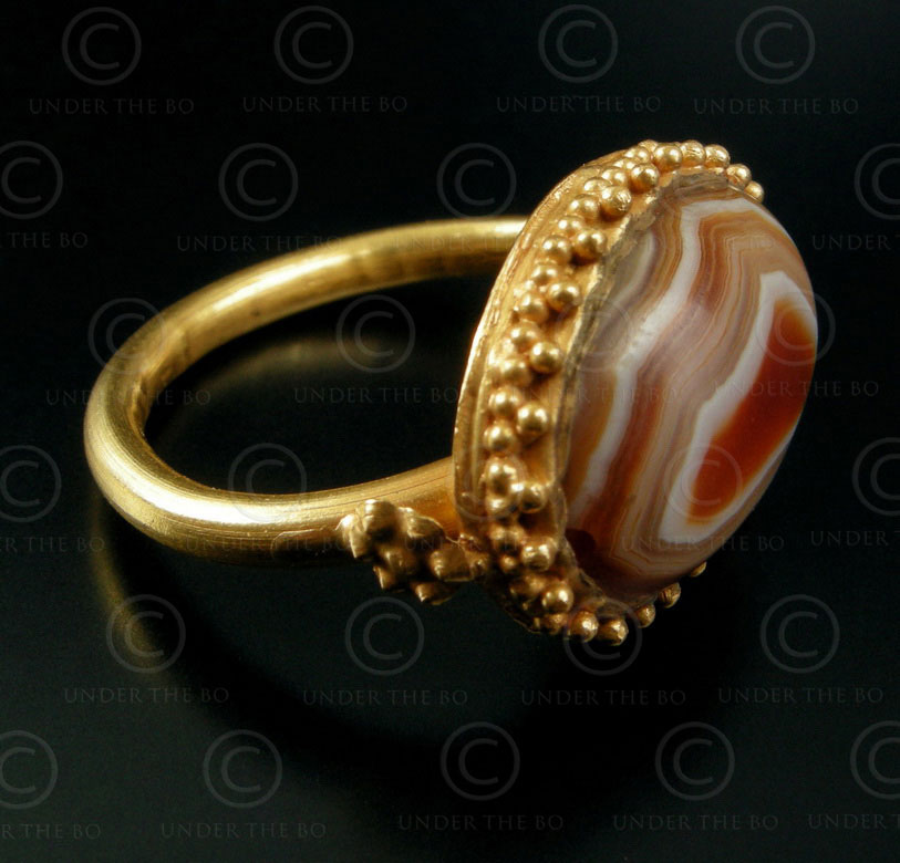 Banded agate gold ring R172. Afghanistan.