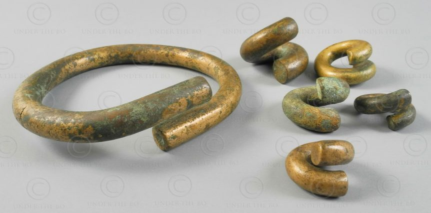 Borneo twisted brass earrings BO244. Iban Dayak groups, West Kalimanatan, Indone