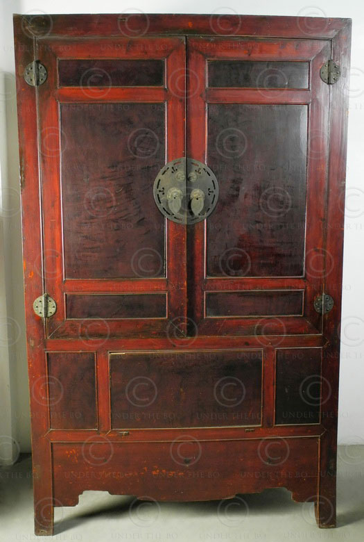 Chinese armoire CH34A Elmwood. China. 19th-early 20th cent.