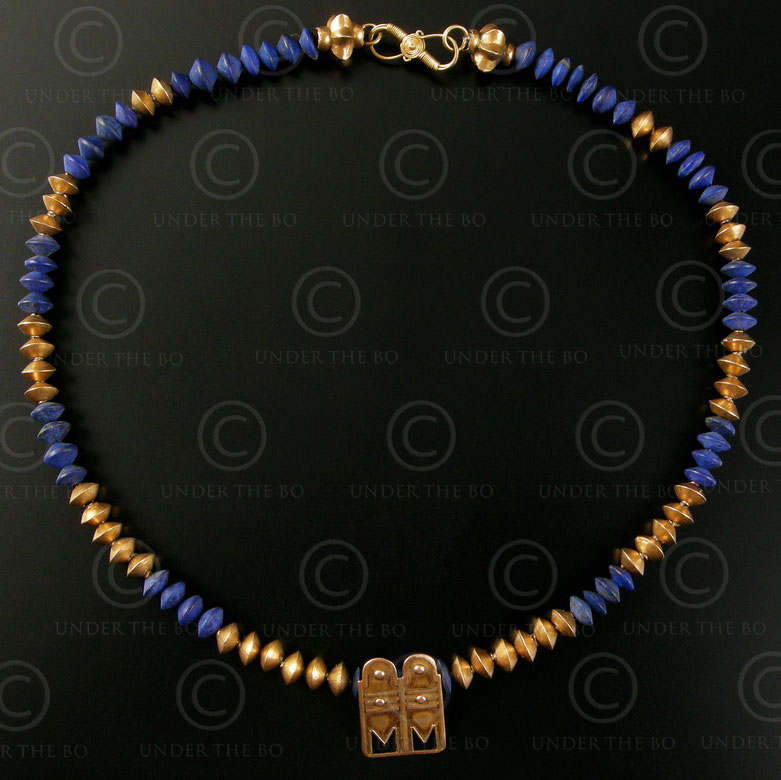 Collier or et lapis 247.