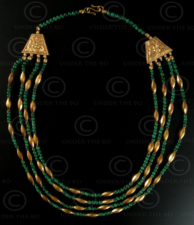 Collier avec perles or et malachite No.404. Atelier Under the Bo