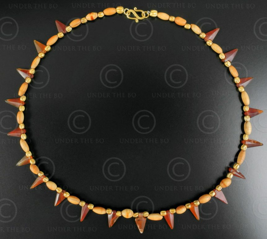 Cornelian arrows and ivory necklace 626. Designed by François Villaret.