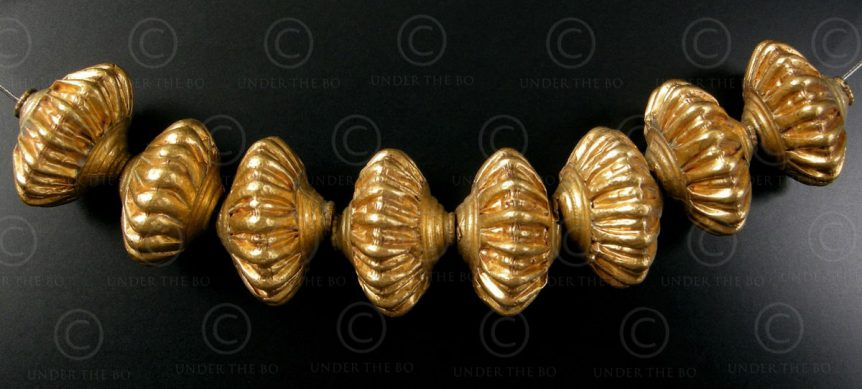Gold beads BD131. India.