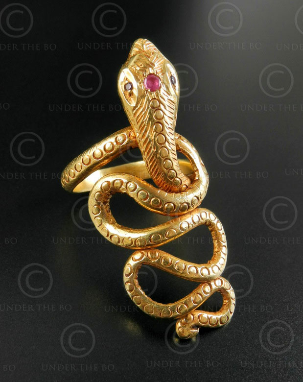 Gold snake ring R299. Northern India.