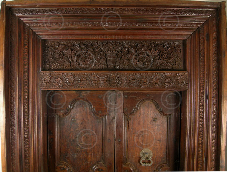 Indian door 09gv2 chettinad south india 19th century for South indian main door designs