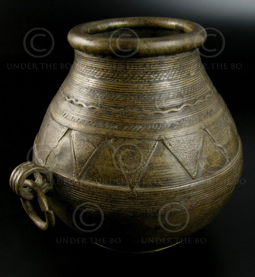 Orissa bronze pot IN593A. Orissa, eastern India. 19th century.