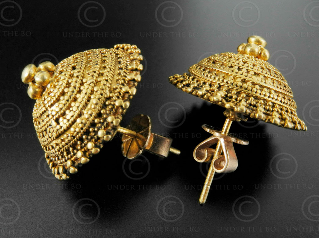 Indian gold earrings E215. Kutch area, Gujarat state, North-West ...