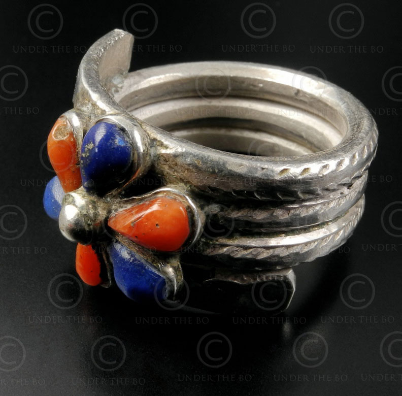 Silver coiled ring R252B. Nepal.