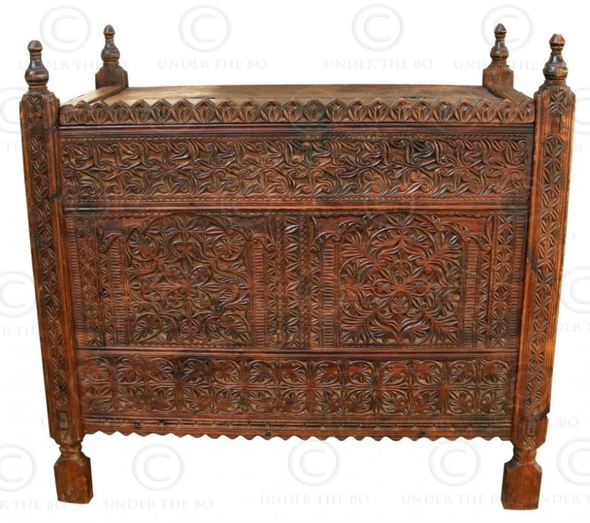 Swat chest F40D, Bunir valley. Pakistan. Cedarwood.