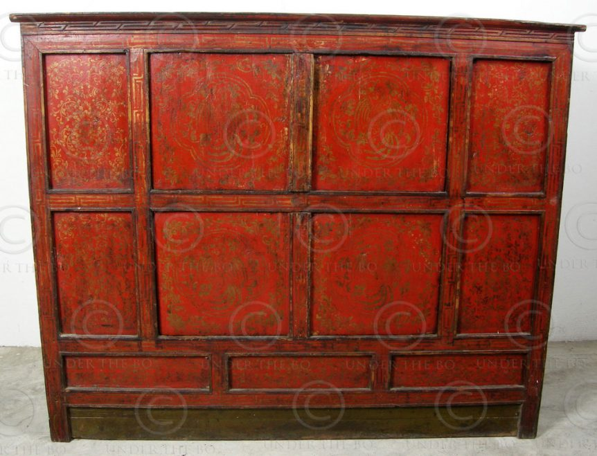 Tibetan cupboard BJ36G. Painted pinewood. Tibet.