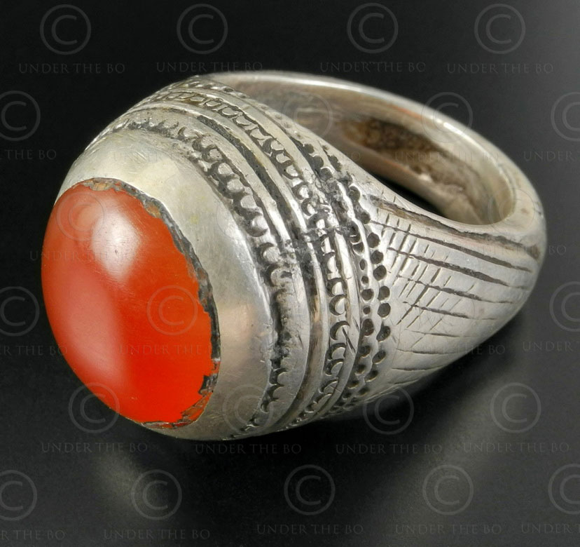 Cornelian and silver ring R284B. Central Asia culture.