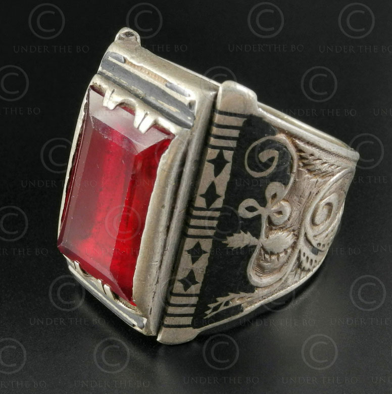 Garnet and Bukhara silver ring R282B. Bukhara style, Central Asian culture.