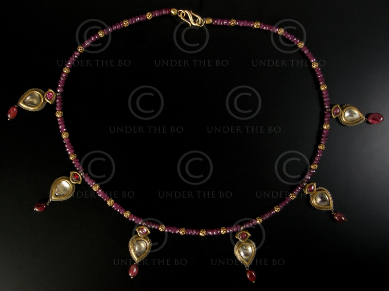 Necklace with rubies, gold beads and silver pendants 477