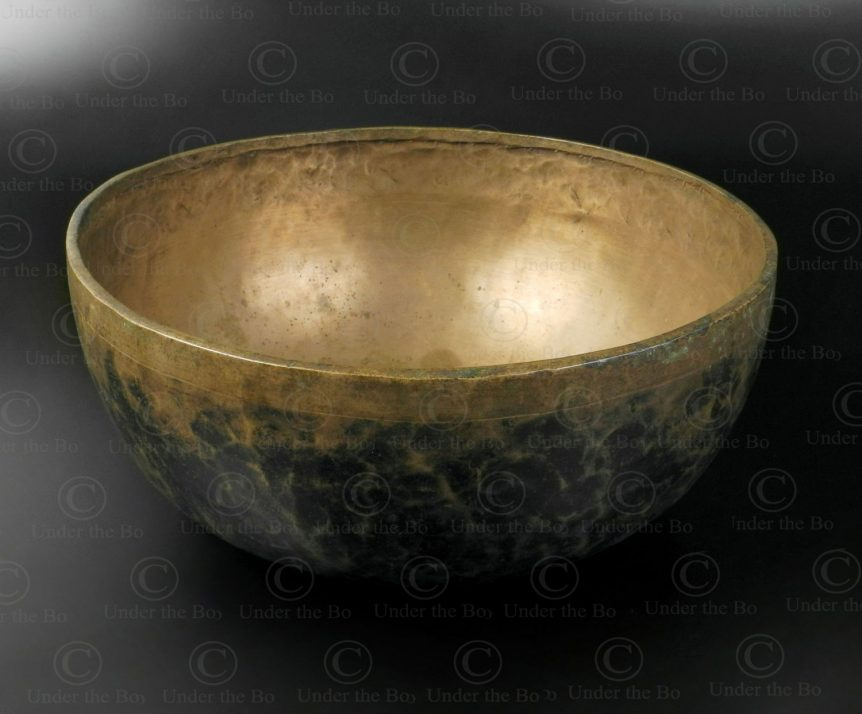 Tibetan singing bowl NE40A. Sourced in Nepal, possibly cast in Bengal.