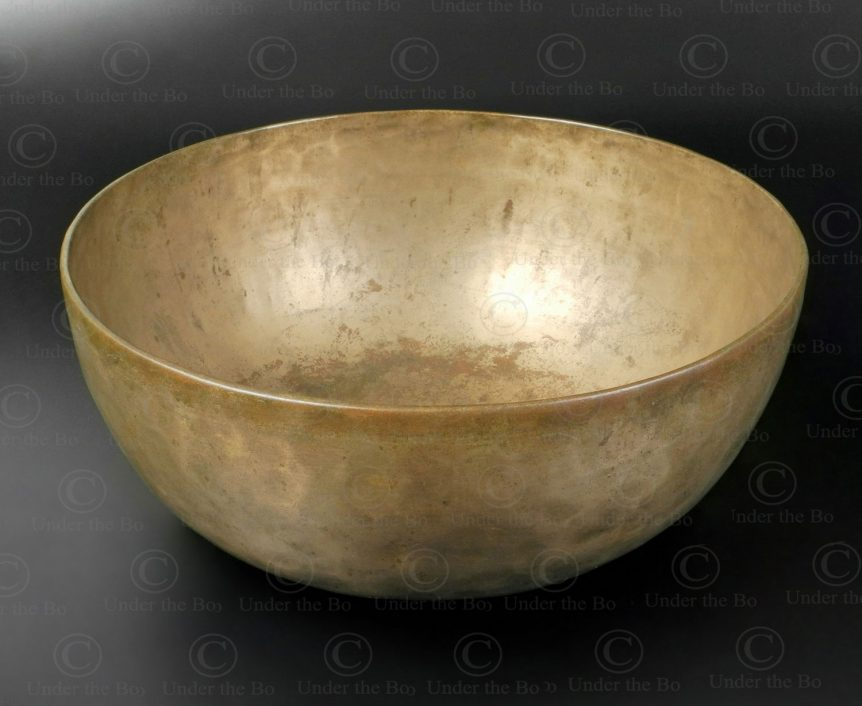 Tibetan singing bowl NE40B. Sourced in Nepal, possibly cast in Bengal.