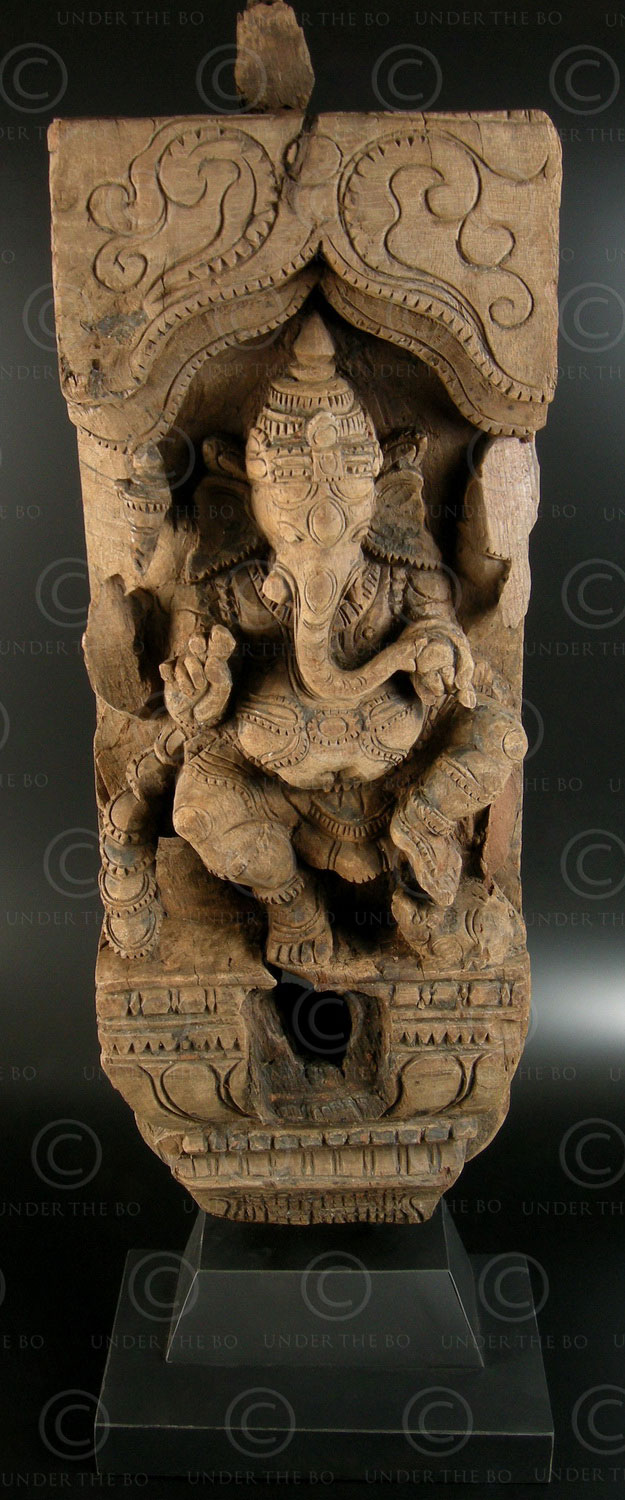 Ganesha temple chariot panel 08LN16. Tamil Nadu state, Southern India.